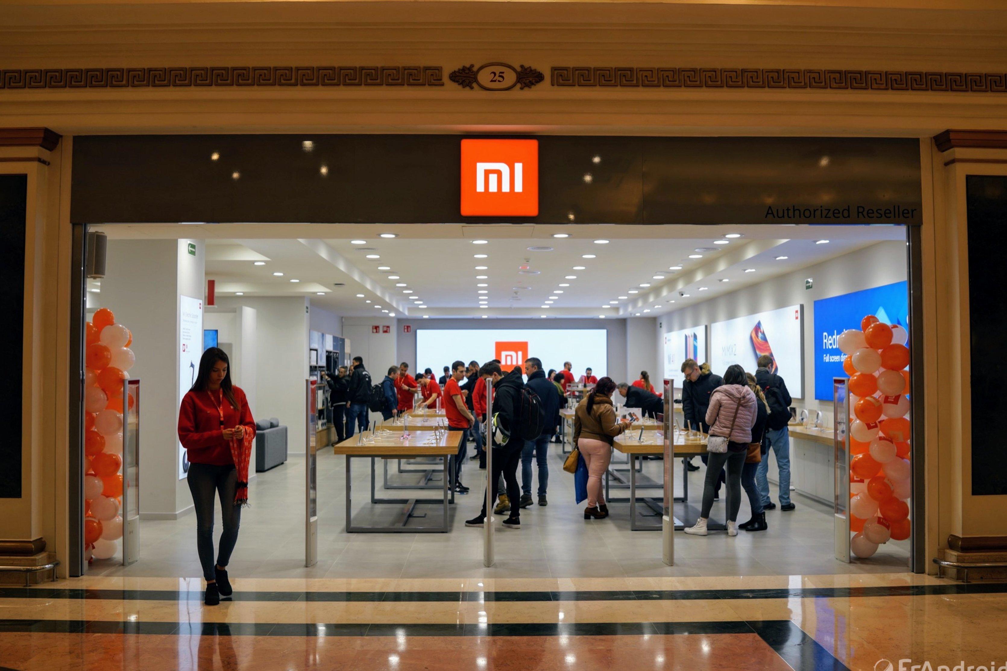 a3bc0e67117 Vidéo Nouveau Concept Magasin   Boutique Xiaomi à Barcelone - Made ...